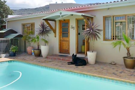 Garden cottage on Cape Peninsula - Kapstaden - Hus