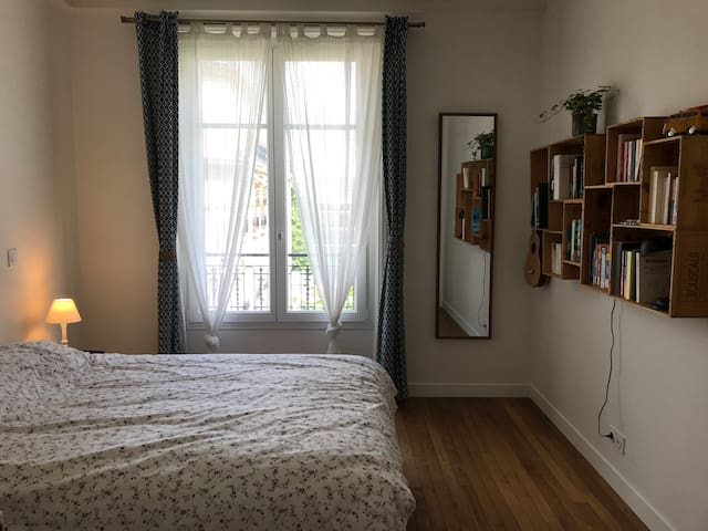Large bright bedroom in charming Haussmanian flat