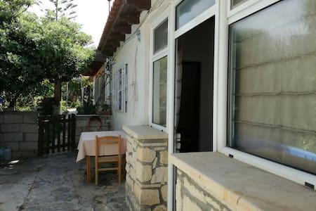 lovely beach house in Sitia (Tripitos) - Tripitos - Haus