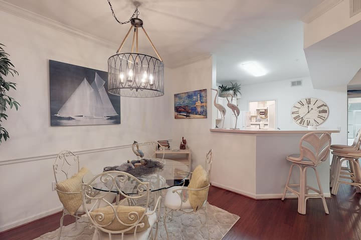 Upscale and Comfortable 2 bed and 2 bath Condo
