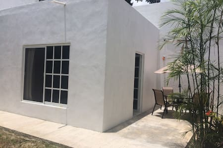 Susana's House, backyard Rm w/bathR, WiFi - Cancún - Townhouse
