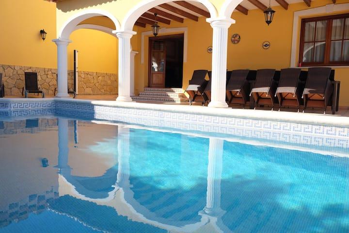 Villa La Corona Amarilla - 5 bedroom villa