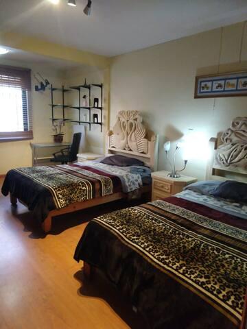 primer habitación, renovamos cabeceras y buroes, tallados a mano por nuestros artesanos Michoacanos, quienes hacen un trabajo hermoso!