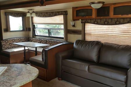 RV on a peaceful Ranch - San Bernardino - Karavan/RV