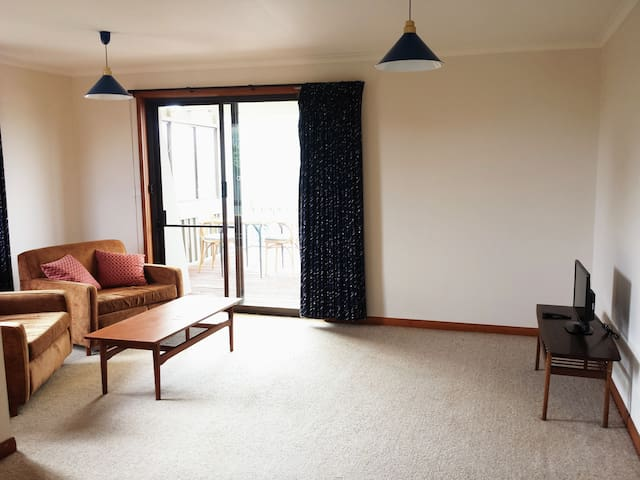 Self contained space near the beach - Devonport - Apartmen
