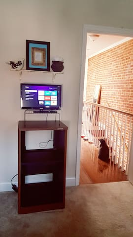 Bedroom TV with Roku access to Netflix, Hulu