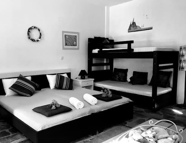 Livadi Palm Studios Schoinousa - Yellow room