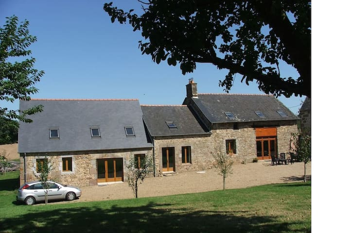 Bas Brezel Large Farmhouse and Cottage Sleeps 14