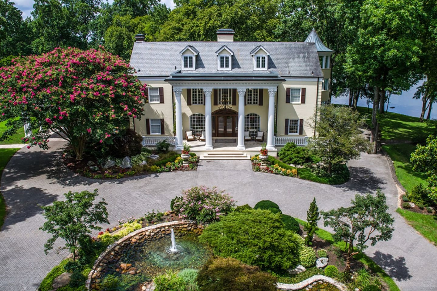 The Estate at Cherokee Dock located in Lebanon, Tennessee, is most widely recognized as the former home of award-winning artist, actor and author Reba McEntire, but today, The Estate at Cherokee Dock is a luxury event venue.