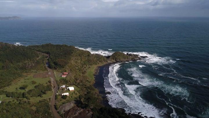 Acogedora cabaña directo frente al mar