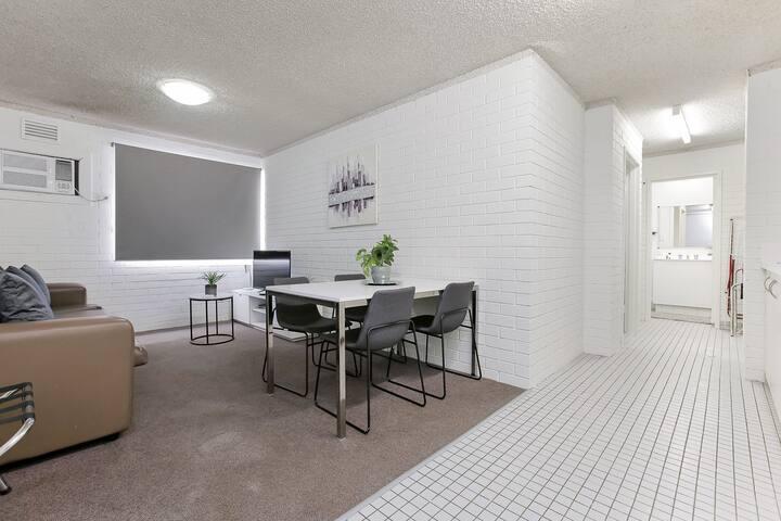 Central Location Perth City 1x1 Apartment : 221