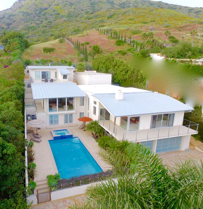 Modern malibu mansion houses for rent in malibu for Malibu mansions for rent