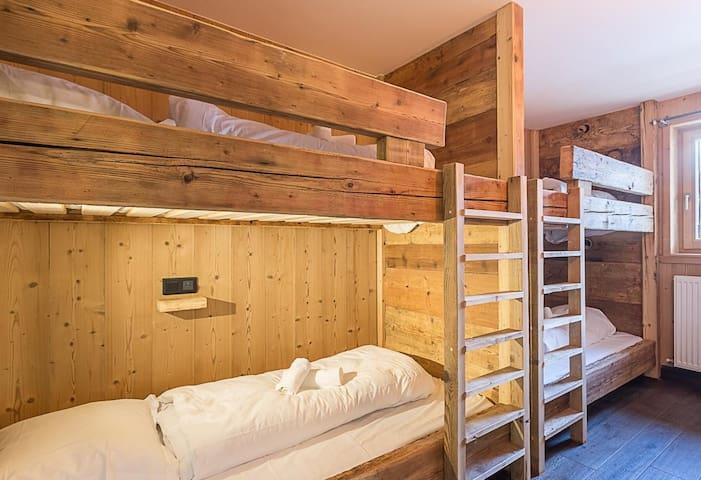 Dortoir séparé de la chambre double (4 couchages)