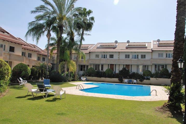 Villa & pool 8 min drive to beach