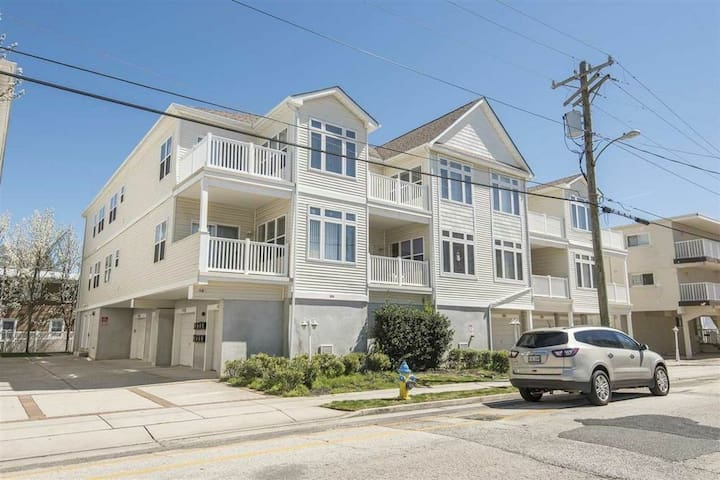 Condo 2 blocks from boards w/private balcony!