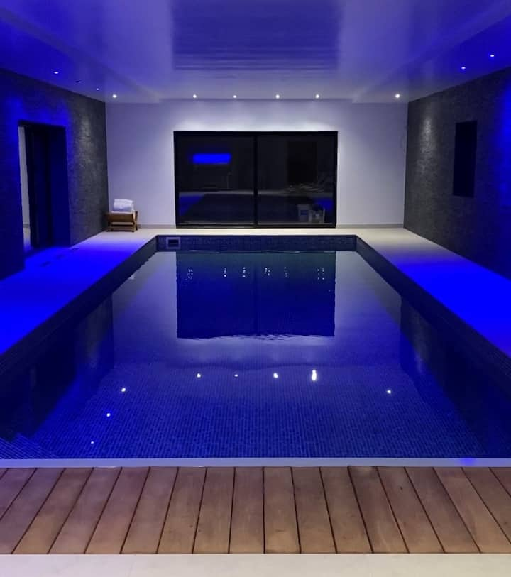 Luxury Barn Conversion- Indoor Pool, Gym & Hot Tub