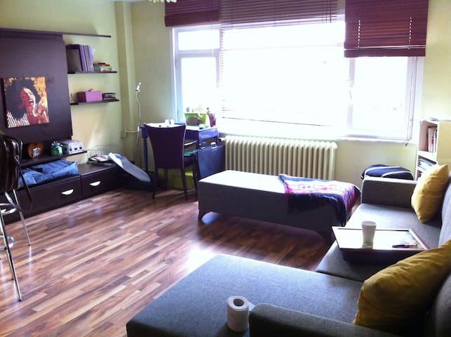 in besiktas, room for women - Beşiktaş - Wohnung