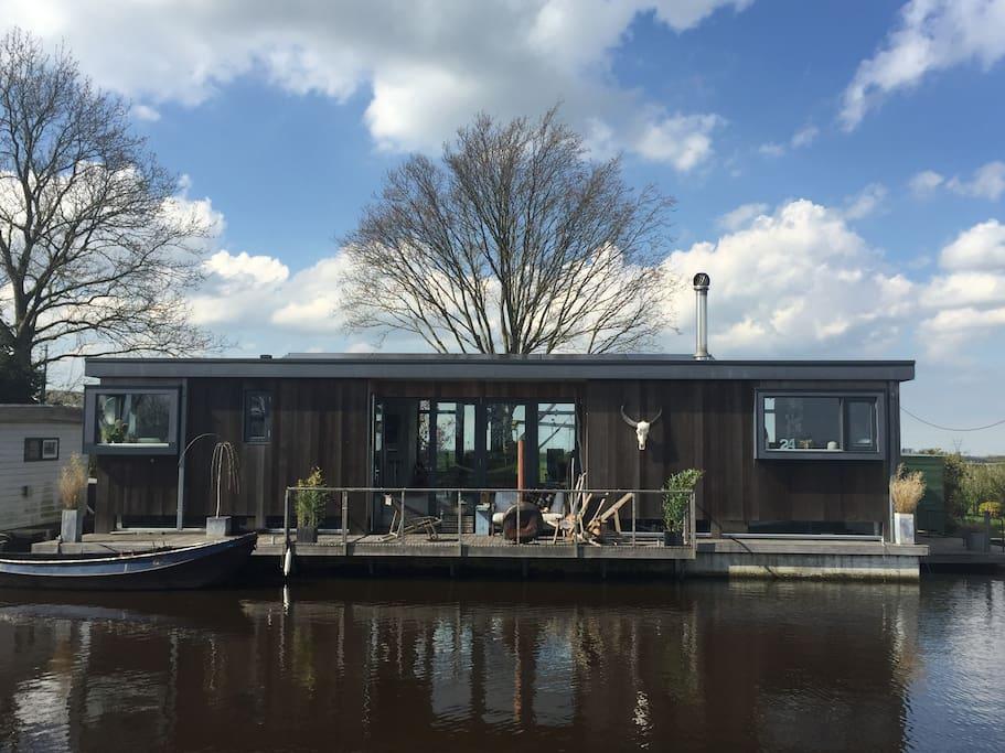 Spacious houseboat near amsterdam case galleggianti in for Case in affitto amsterdam lungo periodo