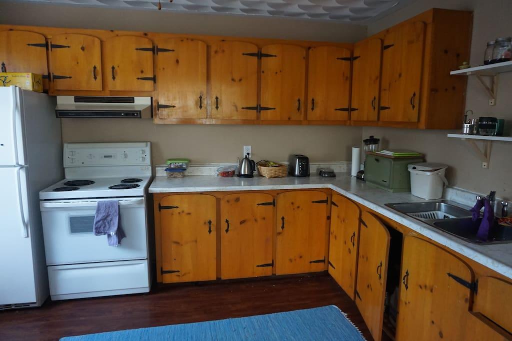 Kitchen w/ Washer and Dryer