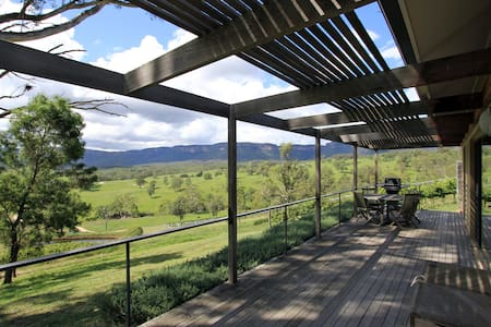 Spectacular vineyard lodge with views! - Megalong Valley - Hytte