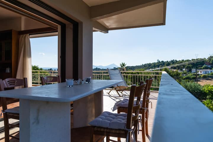 Charming & Peaceful 2BDR w/Pool, 6' from Eretria