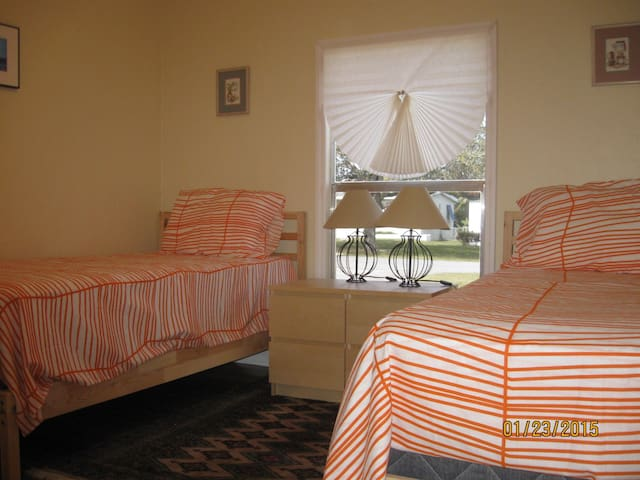 ROOMS 10 MINUTES FROM MIAMI AIRPORT... - Miami Springs - Bed & Breakfast