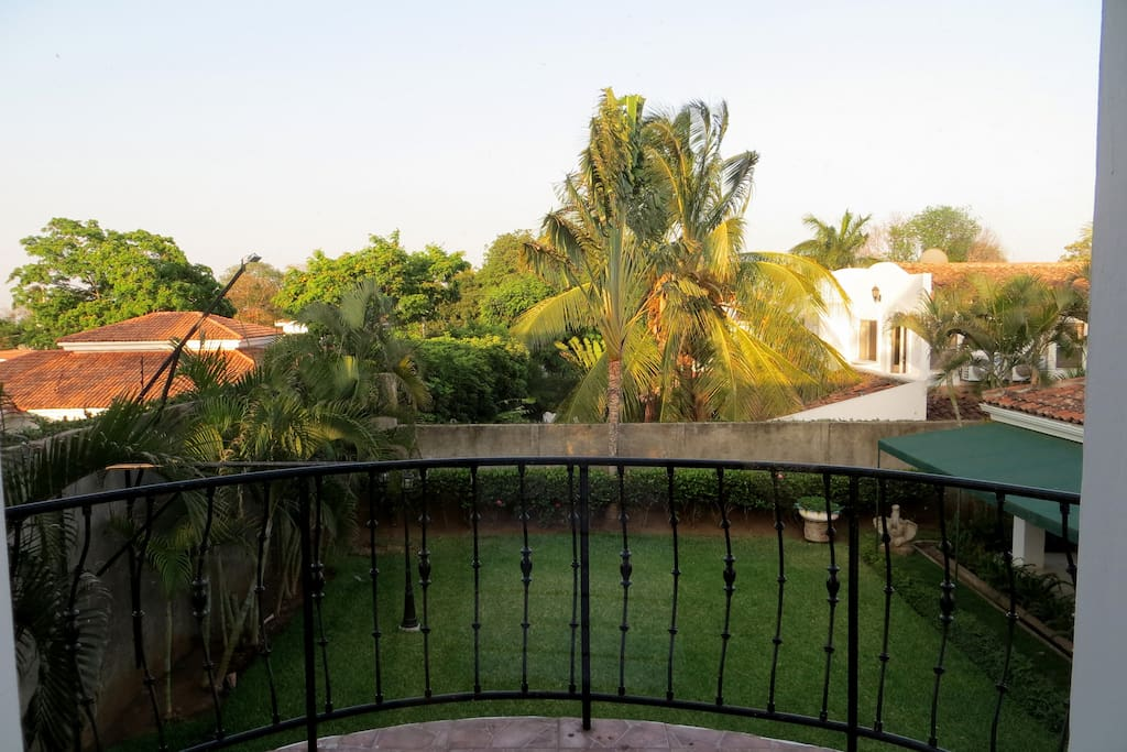 The apartment has access to the backyard porch and garden where the guests can relax in a handmade Nicaraguan Hammock. The balcony is perfect for sunbathing and relaxing.