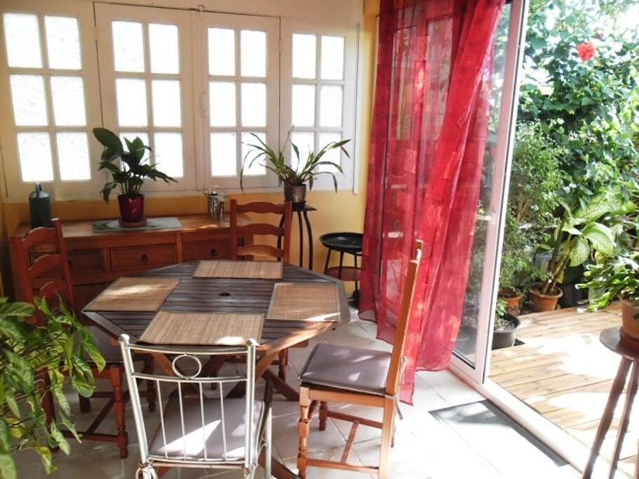 Salle à manger avec ouverture sur terrasse
