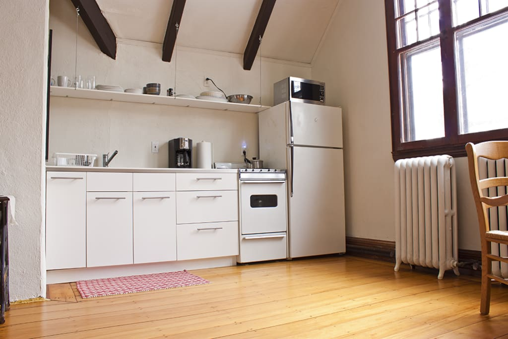 A nice kitchenette within the main room