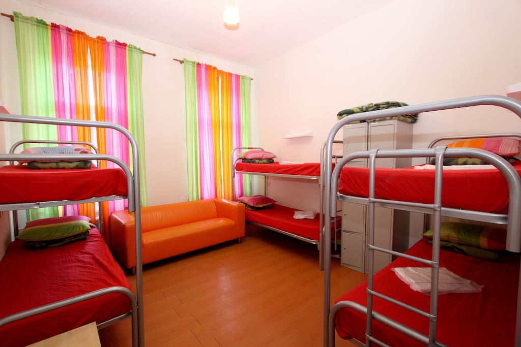 6-BED ROOM in Cuba Hostel