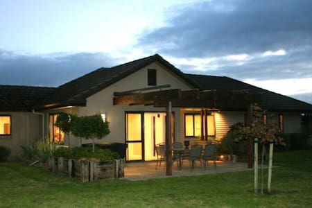 Country Retreat Close to Town -WiFi - Tikitere