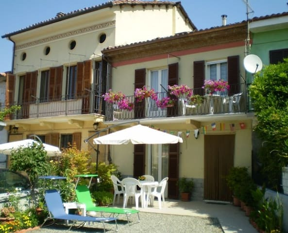 B&B Casa Allineri - Castelnuovo Belbo - Bed & Breakfast