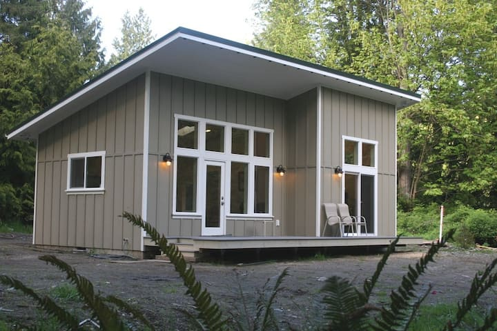 New Waterfront Cabin near Olympic National Park