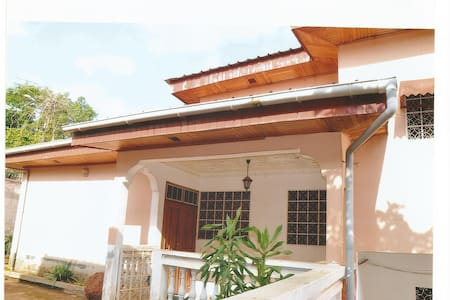 Single family home and flats GOLF Yaound - Yaounde - Wohnung