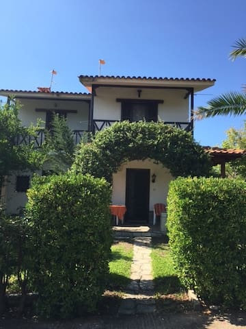 Cosy family house close to the beach!!!
