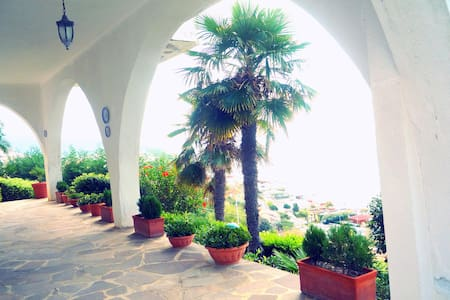 Apartment in villa with sea view - Scalea - 别墅