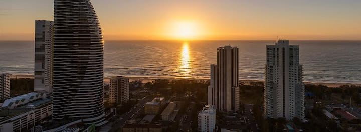 Vibrant Suite Two Bedrooms At Broadbeach