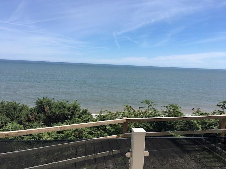Clear sea view tranquil beach retreat caravan