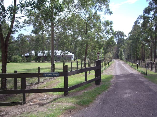 Quiet bush setting, very private, great location.