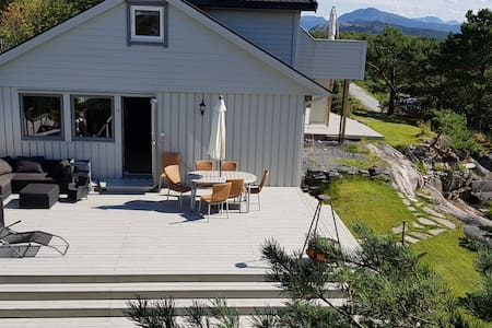 Shared rooms in house close to Florø Airport