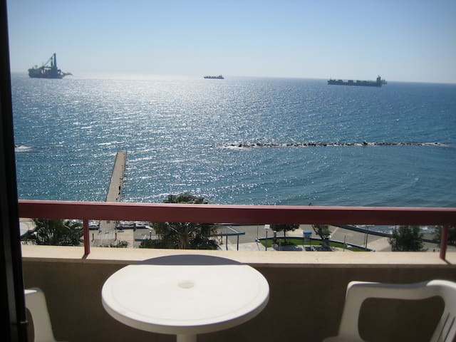 SEE VIEW LUXURY FLAT WITH JACCOUZI - Limassol - Apartemen