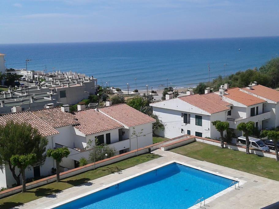 Sitges neptune playa y piscina apartamentos en alquiler for Piscina playa de madrid