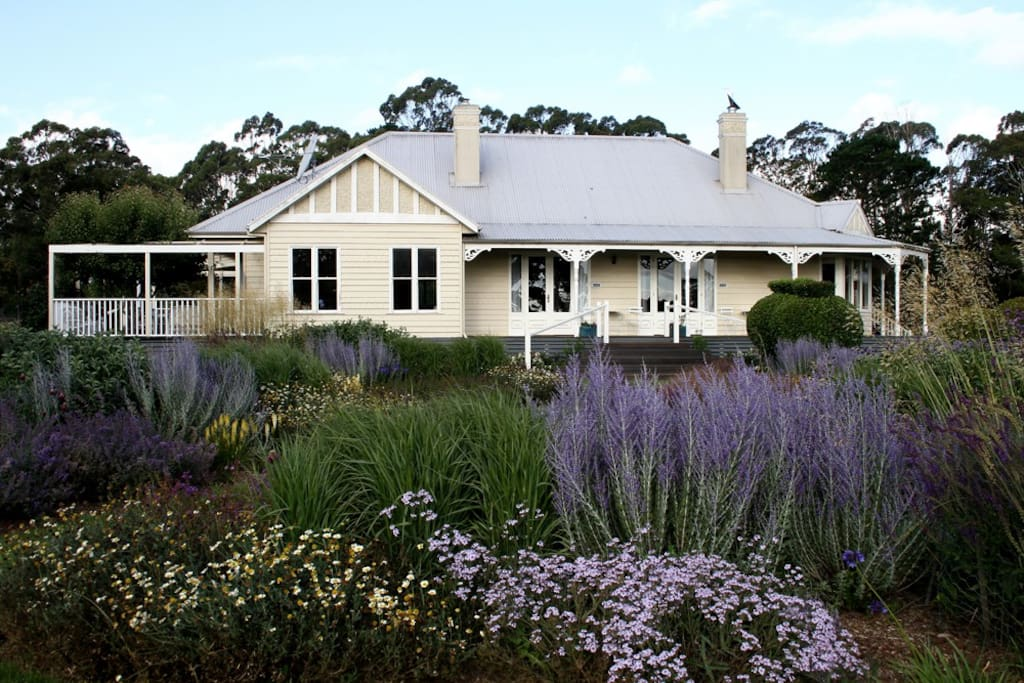 Goldwing B B King Room 1 Bed Or 2 Bed And Breakfasts For Rent In Trentham East Victoria