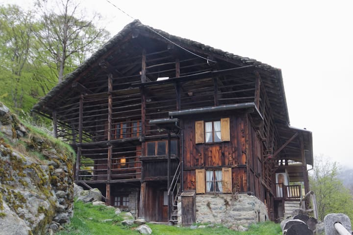 typical Walser house - Alagna Valsesia (Vercelli) - Cabana