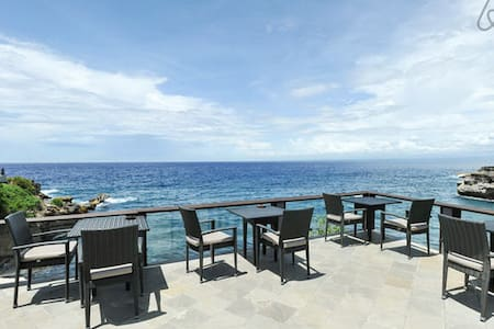 SUNNY, SANDY IN ONE BEDROOM AT SUNSET & OCEAN VIEW - Lembongan