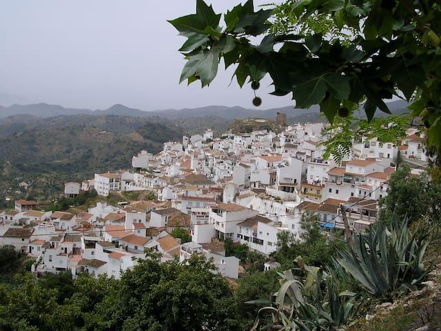 """CASA EN """"PUEBLO BLANCO"""" ANDALUZ - Almogía - Casa"""