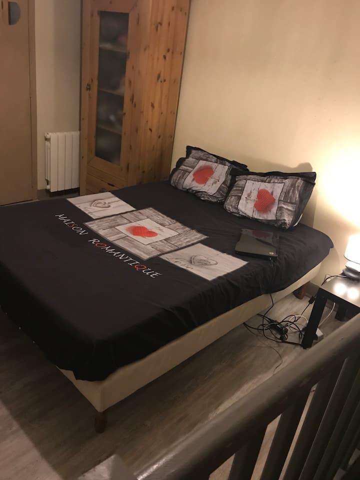 Jolie chambre dans un duplex pas loin de Paris