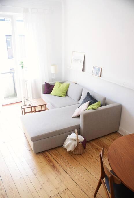 Das Wohnzimmer: Füße hochlegen und die Eindrücke des Tages sacken lassen