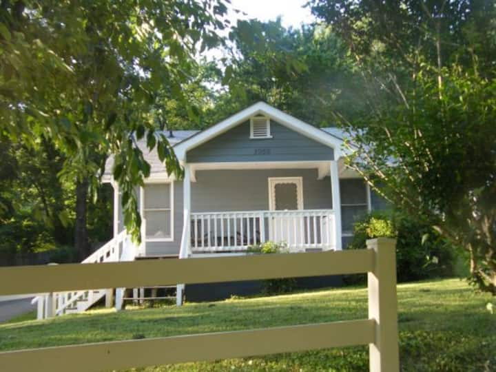 Star Cottage 1.  Five min. to Downtown Chattanooga