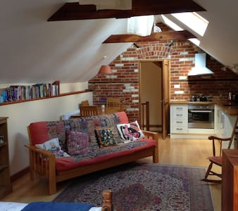 Self Catering, Spacious and Peaceful Studio Room - Strumpshaw